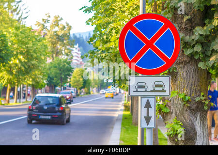 Warning tow away zone sign near a tree - Stock Photo