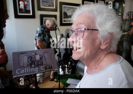 Brecon, Powys, Wales, UK. 8th Aug, 2015. An elderly woman enjoys the live music among the art inside the Ardent - Stock Photo