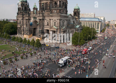 Berlin, Germany. 08th Aug, 2015. 'Hanfparade' (Hemp parade) Demonstration in Berlin, Germany. Protesters demand - Stock Photo