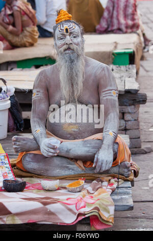 Hindu holy man, or Sadhu, on the banks of the river Ganges at Varanasi. Sadhus renounce material possessions, living - Stock Photo
