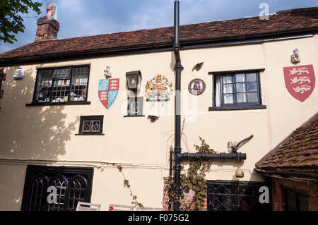 Coat of arms on wall of 'The Royal Standard of England' pub, Forty Green, Beaconsfield, Buckinghamshire, England, - Stock Photo