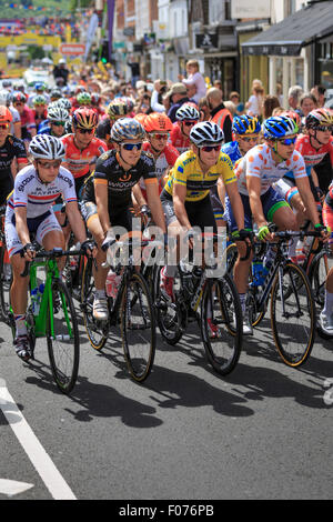 Laura Kenny (Laura Trott) (left) and Lisa Brennauer (c.right) lead the peloton out of Marlow at the Aviva Women's - Stock Photo