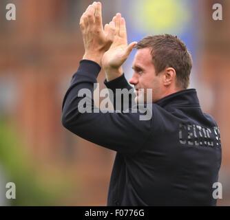 Glasgow, Scotland. 09th Aug, 2015. Ladbrokes Scottish Premiership. Partick Thistle versus Celtic. Ronnie Deila applauds - Stock Photo