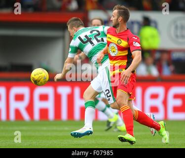 Glasgow, Scotland. 09th Aug, 2015. Ladbrokes Scottish Premiership. Partick Thistle versus Celtic. Sean Walsh battles - Stock Photo