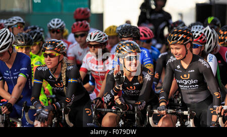 Emilia Fahlin (l), Dani King (c) and Amy Roberts (r) line up on the start line for the Prudential RideLondon Grand - Stock Photo