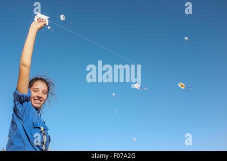 Jerusalem, Israel. 9th August, 2015. Youth of the HaMachanot HaOlim movement fly kites symbolizing life, childhood - Stock Photo