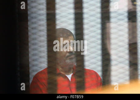 Cairo, Egypt. 9th Aug, 2015. Egyptian ousted President Mohamed Morsi sits behind the defendants' cage during his - Stock Photo