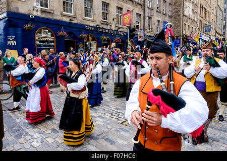 Banda De Gaitas Resping from Madrid, Spain at Pipefest 2015 Edinburgh marching in the Royal Mile - Stock Photo