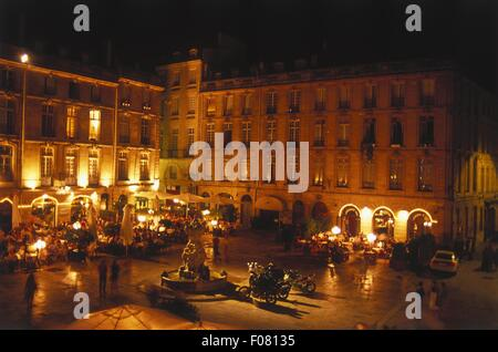 fountain and restaurant in parliament square saint pierre bordeaux stock photo royalty free. Black Bedroom Furniture Sets. Home Design Ideas