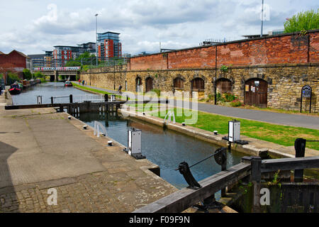 Lock in Leeds and Liverpool Canal in central Leeds, West Yorkshire, UK - Stock Photo