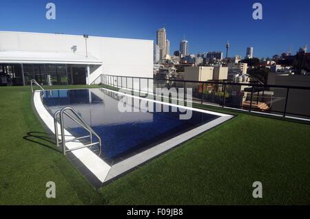 Rooftop pool with views over city skyline, Sydney, NSW, Australia. No PR - Stock Photo