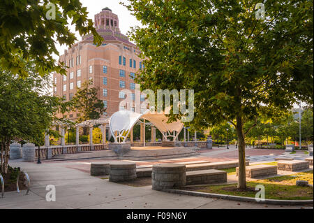 Asheville, North Carolina's downtown Pack Square Park and 1920s Art Deco style City Hall building. USA. - Stock Photo
