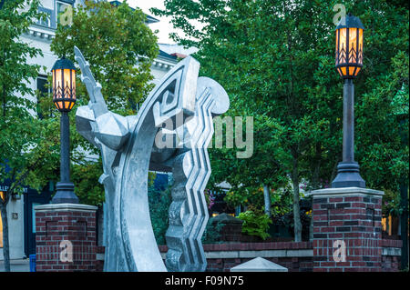 Asheville, North Carolina's downtown Pritchard Park features a public metal sculpture by Harry McDaniel called Deco - Stock Photo
