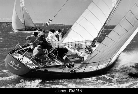 AJAXNETPHOTO - AUGUST, 1971. COWES, ENGLAND. - FASTNET RACE - ADMIRAL'S CUP 1971 - THE AMERICAN TEAM YACHT BAY BEA - Stock Photo