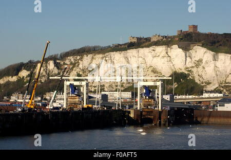 AJAXNETPHOTO. 2009. DOVER, ENGLAND. - CROSS CHANNEL PORT - ROAD FREIGHT AND CAR LOADING BAYS WITH CLIFF AND CASTLE - Stock Photo