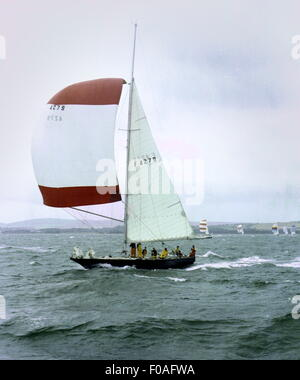 AJAXNETPHOTO - AUGUST, 1971. SOLENT, ENGLAND. - ADMIRAL'S CUP 1971 - FRENCH ENTRY PEN DUICK III COMPETES IN BLUSTERY - Stock Photo