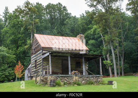 Typical Appalachian mountain log cabin - Stock Photo