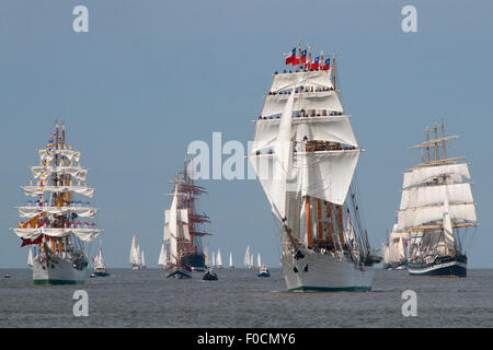 Bremerhaven, Germany. 12th Aug, 2015. The tall ship 'Esmeralda' from Chile, second from right, sails in front of - Stock Photo