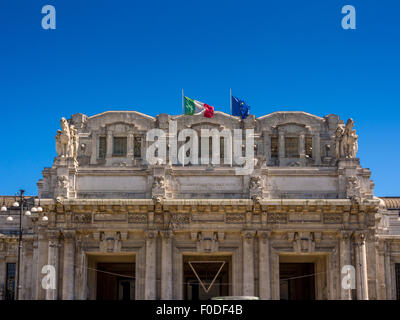 Exterior of Milano Centrale,Piazza Duca d'Aosta - Stock Photo
