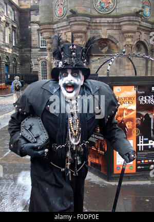 Edinburgh, UK. 13th Aug, 2015. Ghoulish performer selling ghostly tours on the Royal Mile at the Edinburgh Festival, - Stock Photo