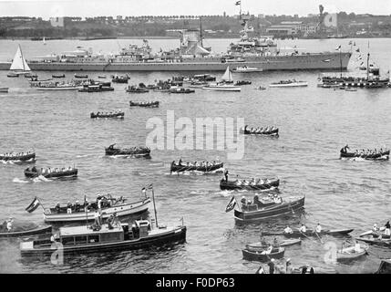Nazism / National Socialism, military, navy, Chancellor of the Reich Adolf Hitler visiting the Kiel Naval base, - Stock Photo
