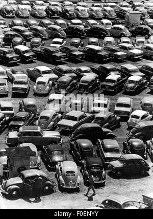 transport / transportation, car, sale, car park with car dealer, Volkswagen, 1950s, 50s, 20th century, historic, - Stock Photo