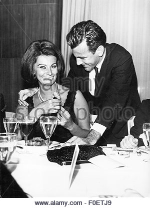 Loren, Sophia, * 20.9.1934, Italian actress, half length, with Maximilian Schell, at celebration on the occasion - Stock Photo