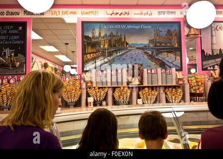 900aaaf204e833 Famous Italian ice cream in Sirmione at lake Garda