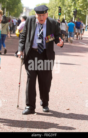 Westminster, London, UK, 15th Aug, 2015. British war veterans   arrive for the VJ70 ceremony celebrations at Horse Guards Parade Credit:  amer ghazzal/Alamy Live News Stock Photo