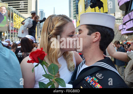 Samantha and Louis Velarde from California kiss at Times Square in New York, USA, 14 August 2015. 200 couples kissed - Stock Photo