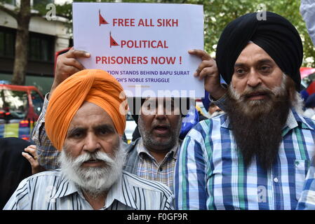 London, UK, 15th Aug 2015 : Dal Khalsa UK of the Sikh's community protest is in support of Bapu Surat Singh Ji, Khalsa on hunger strike for over 200 days in India Kashmir to demand his freedom now, support by Kashmiris United For Khalistan and Kashmir's Freedom London outside Indian High Commission London. Photo by Credit:  See Li/Alamy Live News Stock Photo