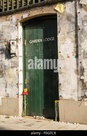 Garden Lodge, Freddie Mercury's last home, now owned by Mary Austin. The  wall is covered in graffiti and messages - Stock Photo