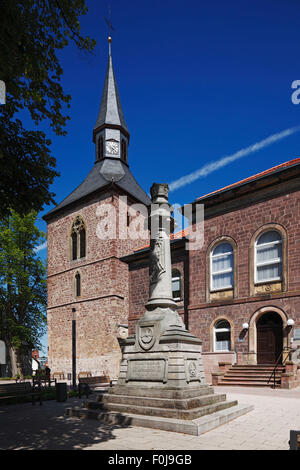 Platz Am Martiniturm, Kriegerdenkmal, Martiniturm und Altes Amtsgericht, Blomberg, Weserbergland, Naturpark Teutoburger - Stock Photo