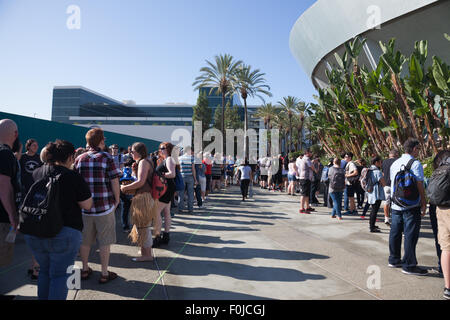 Anaheim, California, USA. 15th Aug, 2015. People lined up for half a block to enter the Disney D23 Expo fan event - Stock Photo