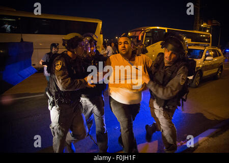 Jerusalem. 17th August, 2015. Israeli policemen detain a Palestinian protester during a demonstration against force - Stock Photo