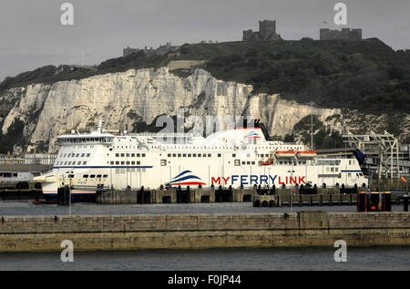 AJAXNETPHOTO. JUNE, 2015. DOVER, ENGLAND. - CROSS CHANNEL PORT - ROAD FREIGHT AND CAR FERRY PORT BAYS WITH CLIFF - Stock Photo