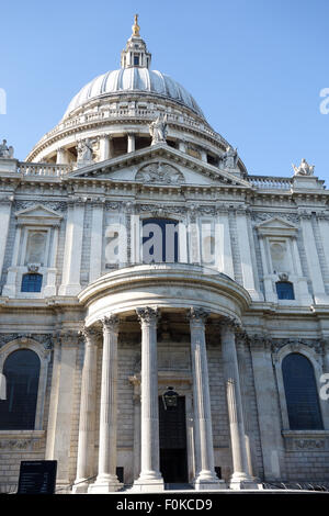 The West Front of St Pauls' Cathedral in the City of London. - Stock Photo