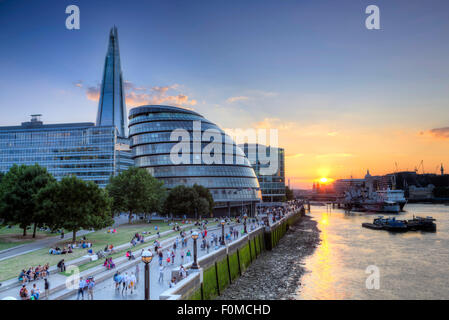 Summer shot of City Hall (London Mayor's and GLA HQ, by Norman Foster), the Thames & Shard in Southwark. The Thames - Stock Photo