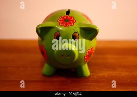 Sparschwein/ piggy bank - Symbolbild Wirtschaft/ economy. - Stock Photo