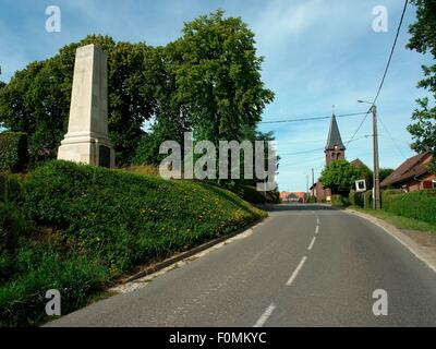 AJAXNETPHOTO -  2015. BEAUCOURT HAMEL, FRANCE. - (LEFT) MONUMENT IN THE VILLAGE OVERLOOKING THE ANCRE VALLEY TO - Stock Photo