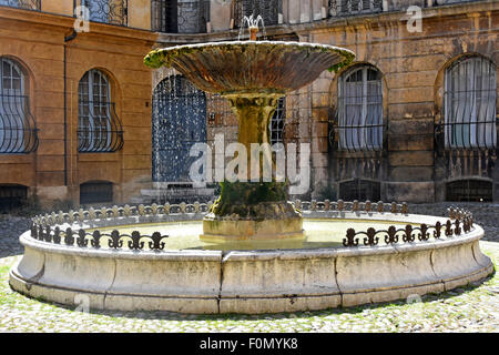 Sunlight catches water droplets from a fountain in Place Albertas Aix-en-Provence, Bouches-du-Rhône, Provence-Alpes - Stock Photo