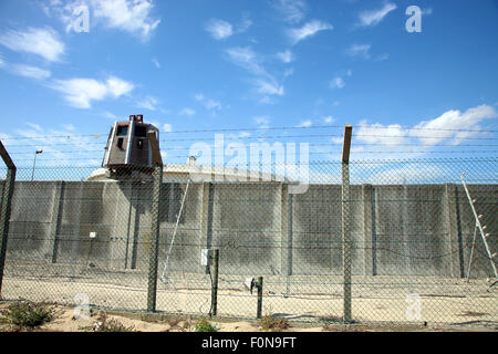 Razor Wire Security infrastructure protecting the petroleum stock in Cape Town. South Africa - Stock Photo