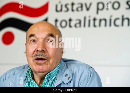 Mikhail Ignatevich Kukobaka, a Soviet dissident and opponent of the 1968 invasion of Czechoslovakia, speaks to journalists - Stock Photo