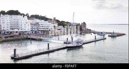 The Royal Yacht Squadron (top right) at the entrance to the Medina River in Cowes on the Isle of Wight. The famous - Stock Photo