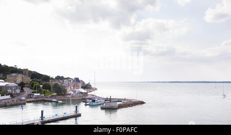 The Royal Yacht Squadron at the entrance to the Medina River in Cowes on the Isle of Wight. The famous club is 200 - Stock Photo