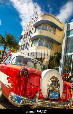 Miami, south beach, Vintage car on Collins avenue - Stock Photo