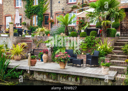 Pretty terraced cottages along the River Darent in Shoreham, Kent. - Stock Photo