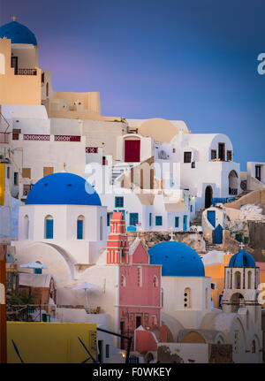 Iconic sunset in the town of Oia on the greek island Santorini (Thera) - Stock Photo
