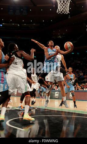 New York City, New Jersey, USA. 21st Aug, 2015. Atlanta guard, Tiffany Hayes (15), drives to the basket against - Stock Photo