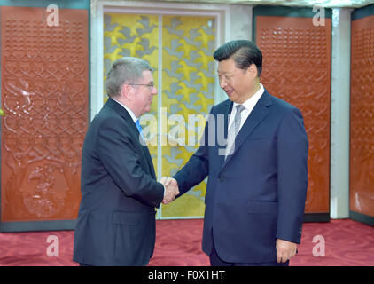 Beijing, China. 22nd Aug, 2015. Chinese President Xi Jinping (R) meets with President of the International Olympic - Stock Photo